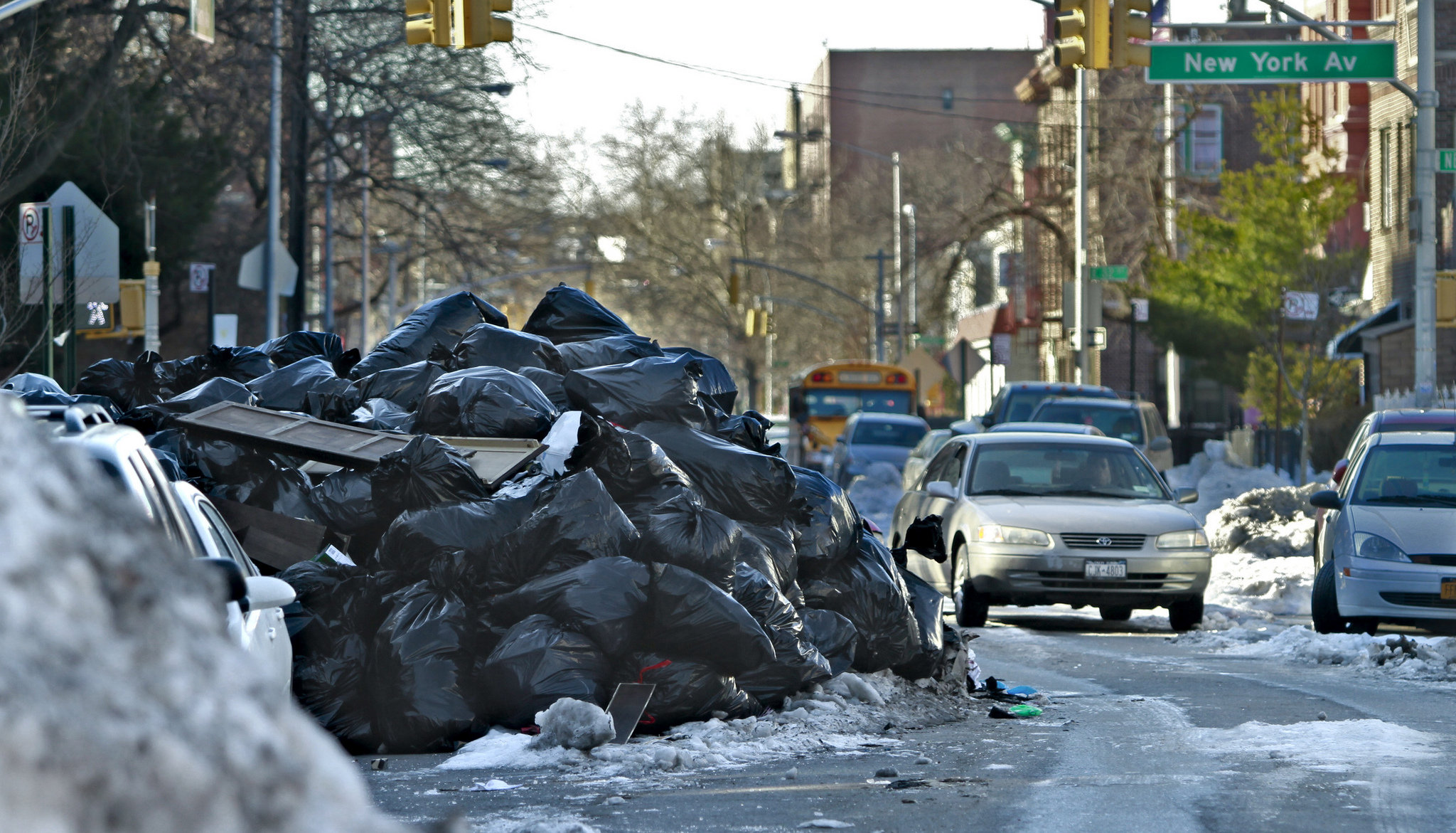 new york city s garbage crisis New york city residents produce 11,000 tons of garbage every day every day this astonishing statistic is just one of the reasons robin nagle started a research.