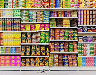 liu-bolin-hiding-in-the-city-puffed-food