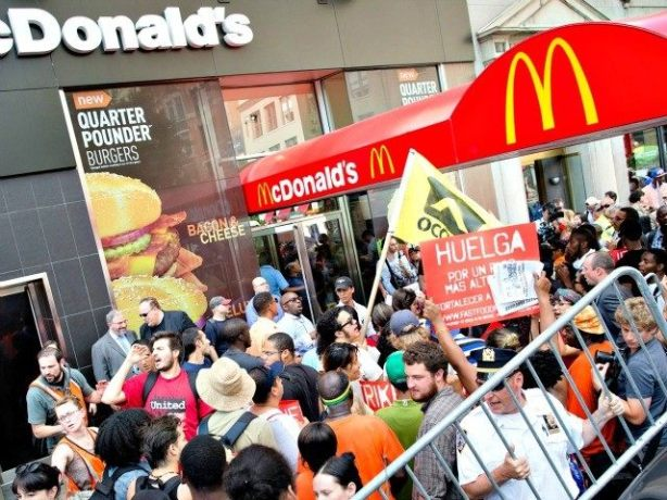 McDonalds-Protesters-for-Wage-Hike-AP-PhotoJohn-Minchillo-640x480