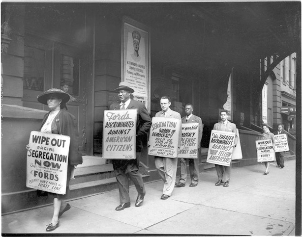 HEN.00.A2-156 Picket line. Protesting Jim Crow Admissions policy