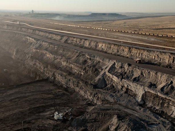 11-us-wyoming-black-thunder-coal-mine-890